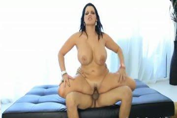 Angelina Castro - hálás és bögyös