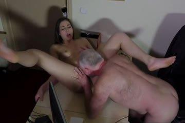 HD. 27:50. Családi pornó videó szexi anyukával - Anya-fia titkos afférja.