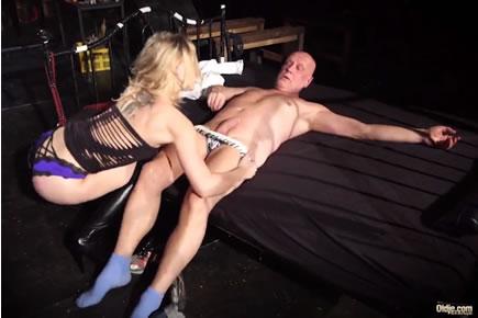 Nagypapa baszás HD pornó - Angie Lynx